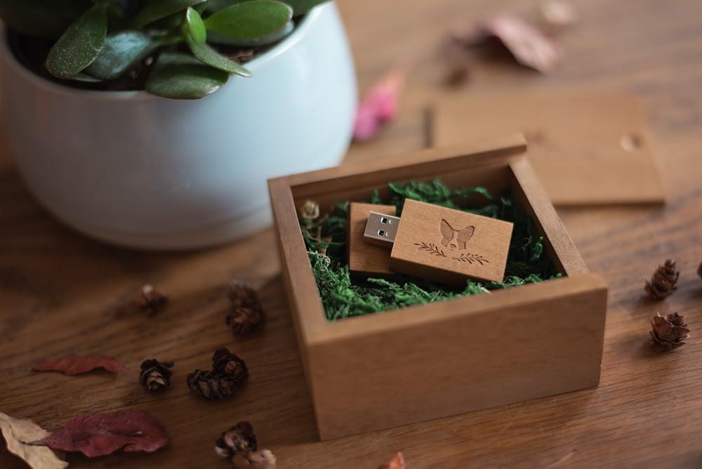 usb stick in wooden display box